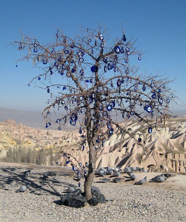 1024px-Votive_tree_cappadocia.jpg