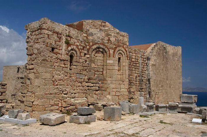800px-Ruins_byzantine_church_Lindos_Rhodes.jpg