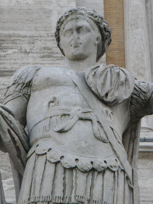1024px-Campidoglio,_Roma_-_Costantino_II_cesare_dettaglio.jpg