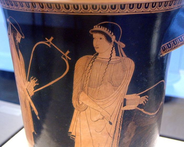 749px-Alkaios_Sappho_Staatliche_Antikensammlungen_2416_n2