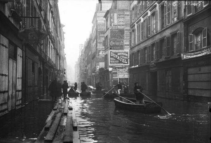 Paris_1910_Inondation_rue_de_Seine