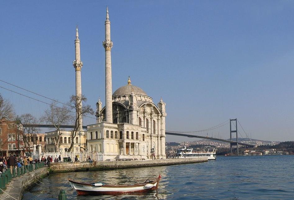 1280px-Ortakoey_Istanbul_Bosporusbruecke_Mrz2005 2