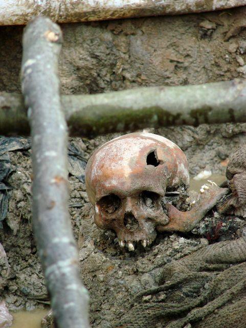 1024px-Srebrenica_Massacre_-_Massacre_Victim_2_-_Potocari_2007