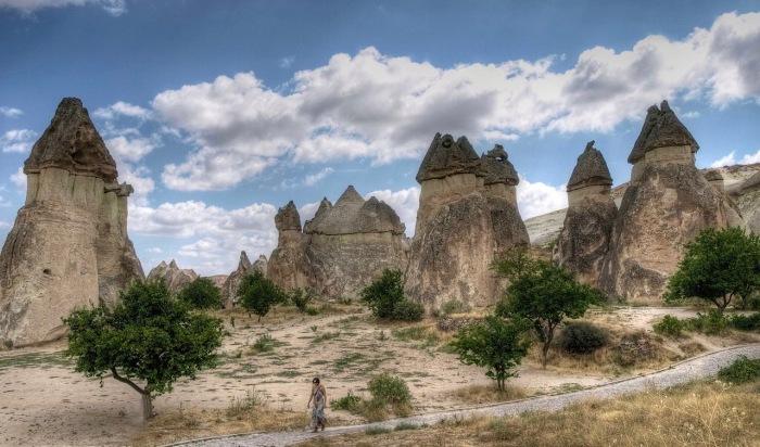 1280px-Cappadocia_camini_delle_fate (1).jpg