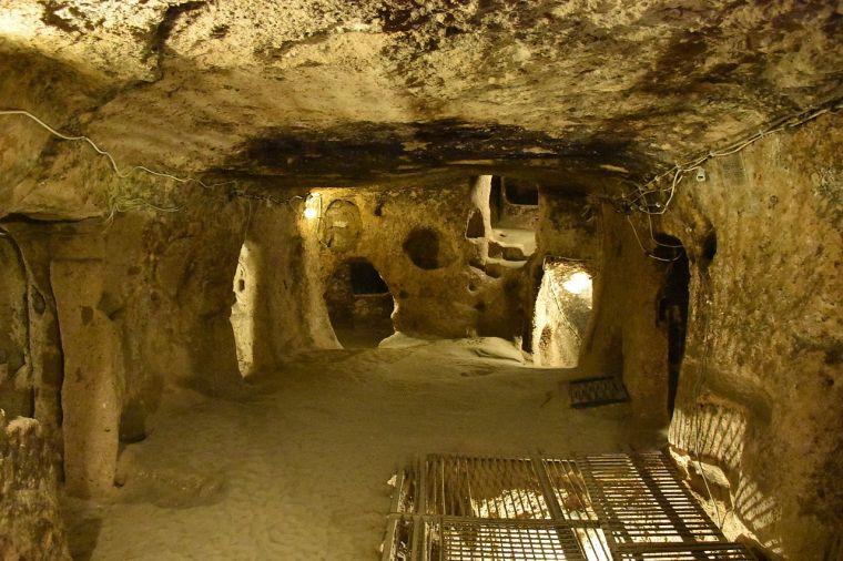 Kaymaklı_Underground_City_large_room.JPG