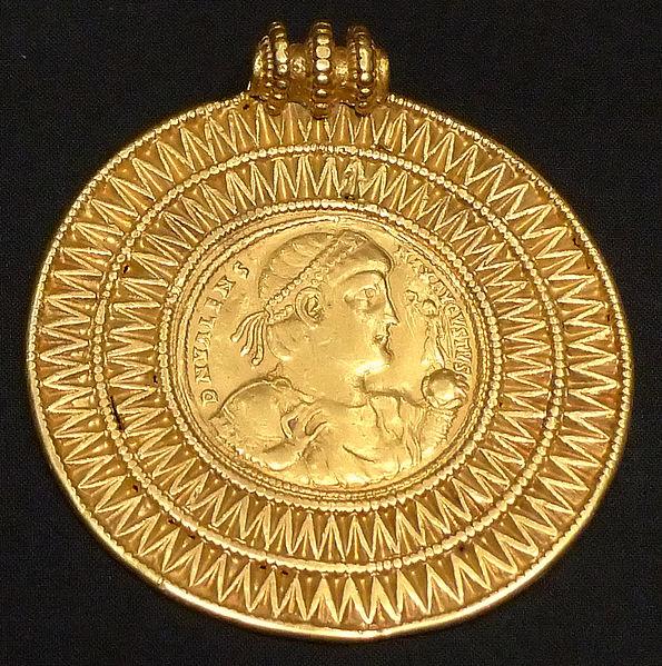 595px-KHM_Wien_32.482_-_Valens_medal,_375-78_AD.jpg