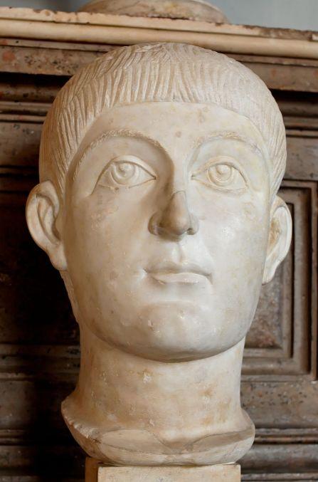 800px-Valens_Honorius_Musei_Capitolini_MC494.jpg