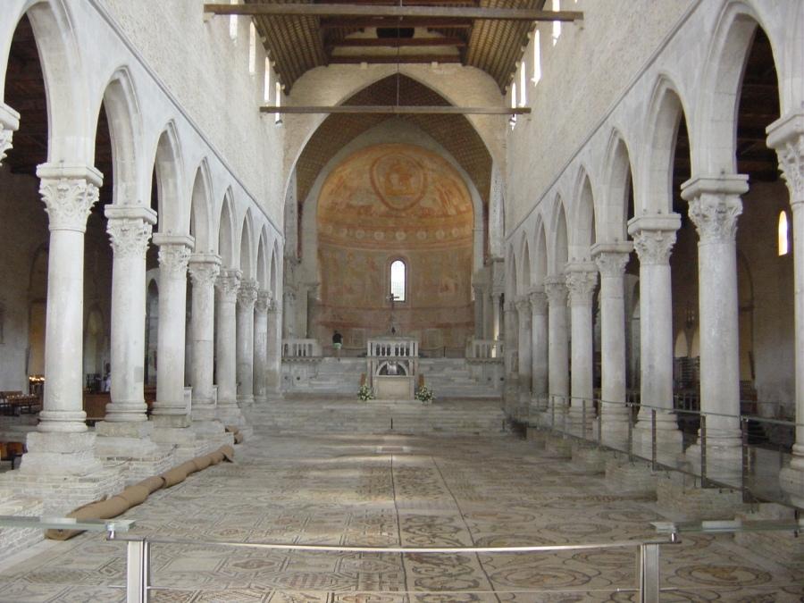 Aquileia,_Basilica._Interno_-_Foto_Giovanni_Dall'Orto.jpg