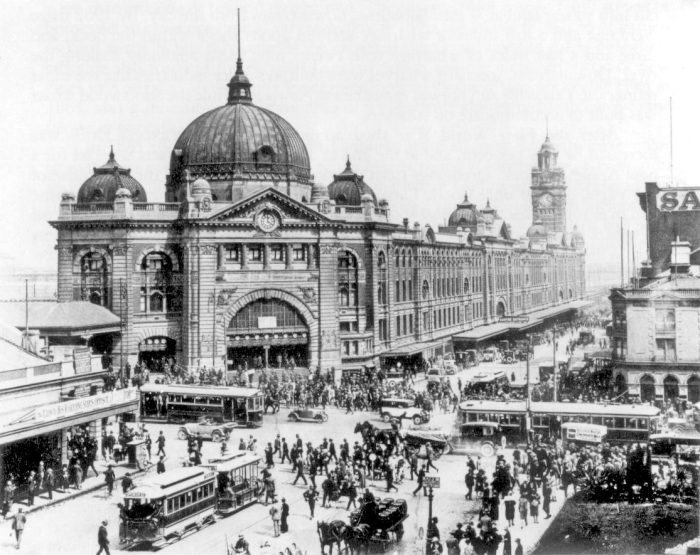 Swanston_and_Flinders_St_intersection_1927.jpg