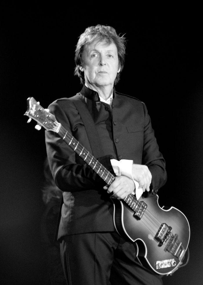 1024px-Paul_McCartney_black_and_white_2010.jpg
